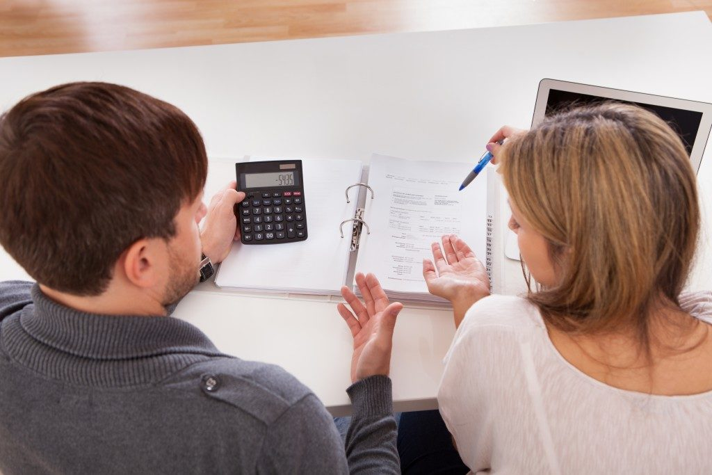 couple computing mortgage cost