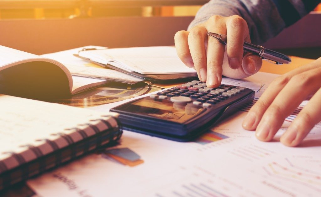 Calculating debt and finances